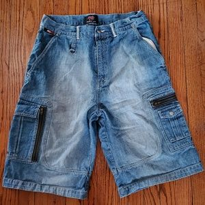 Men's shorts with zipper pockets